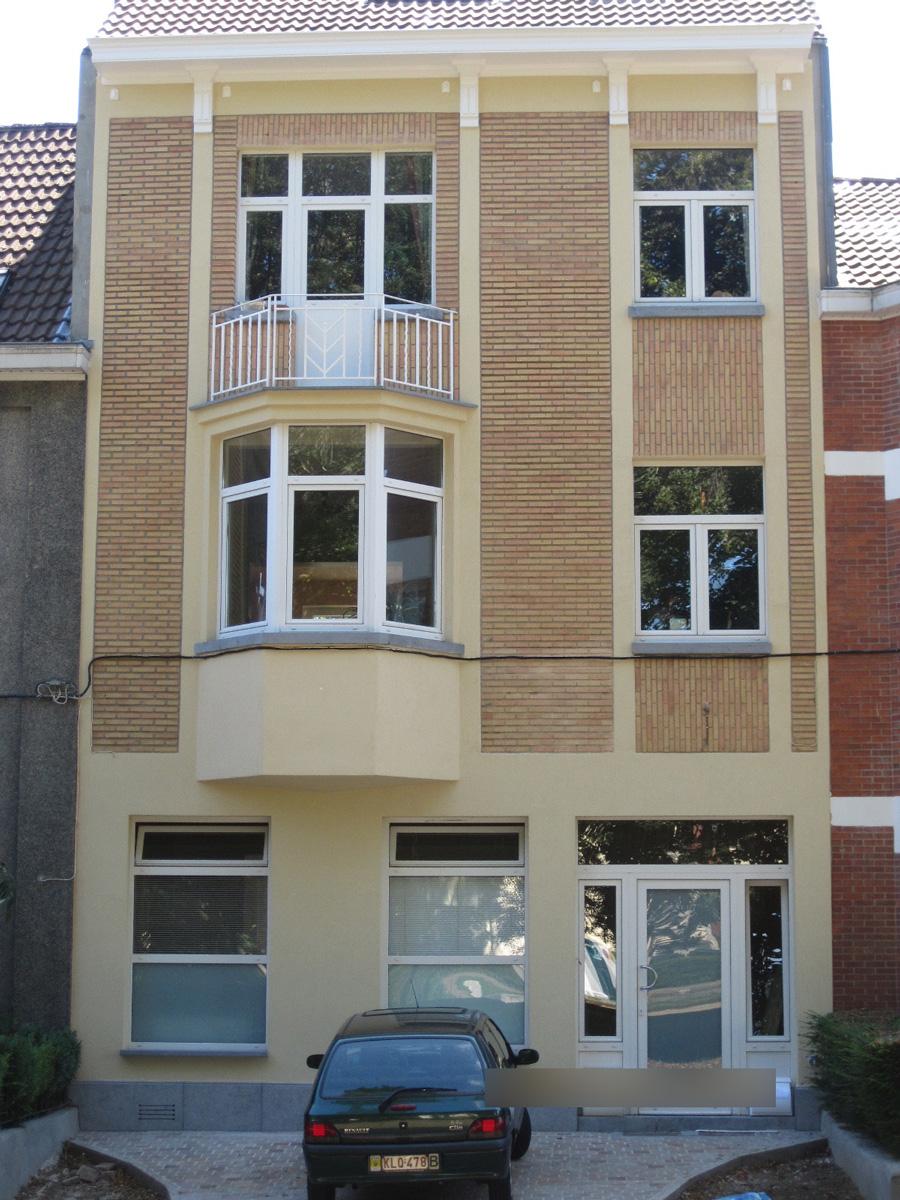Après: Façade de maison après travaux de peinture